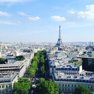 パリの街並み&エッフェル塔を凱旋門から☆の写真・画像素材[1019327]