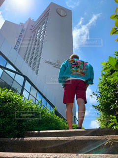 インターコンチネンタルホテルイスタンブールを散歩する男性の写真・画像素材[2179680]