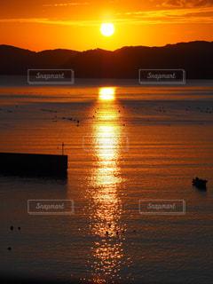 海,空,太陽,朝日,水面,反射,夜明け,光,キラキラ,朝,日の出