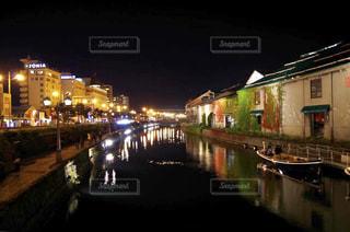 夜の街の景色の写真・画像素材[895336]