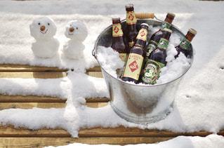 雪の上の食べ物の写真・画像素材[2811779]