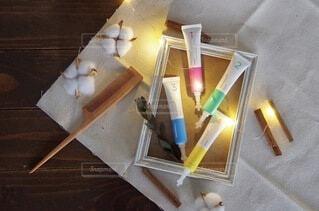 テーブルの上に木製のトレイの写真・画像素材[3757103]
