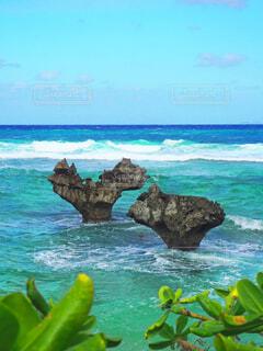 恋の島「古宇利島」のハート岩の写真・画像素材[4452127]