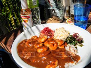 テーブルの上に食べ物のプレートの写真・画像素材[756814]