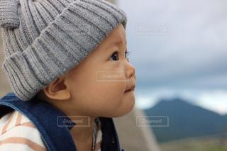帽子をかぶった小さな男の子の写真・画像素材[907180]