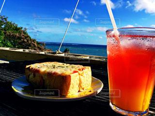 食べ物,飲み物,自然,海,空,ランチ,屋外,ジュース,ビーチ,青,海岸,沖縄,景色,パン,旅行