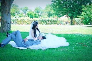 公園で座っている人の写真・画像素材[1276538]