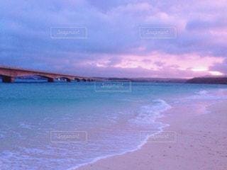 自然,海,空,橋,屋外,ビーチ,雲,青,夕暮れ,波,紫,水面,海岸,沖縄
