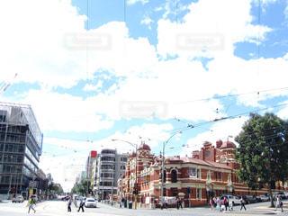 海外の大学のある街並みと青空の写真・画像素材[1134779]