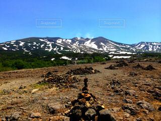 十勝岳とケルンの写真・画像素材[1408309]