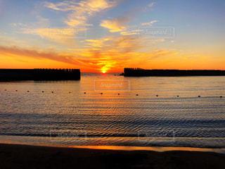 海の夕陽の写真・画像素材[1426861]