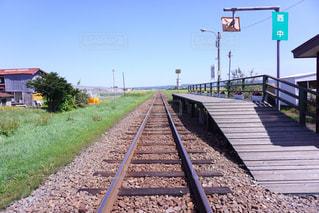 線路上の列車の写真・画像素材[880751]