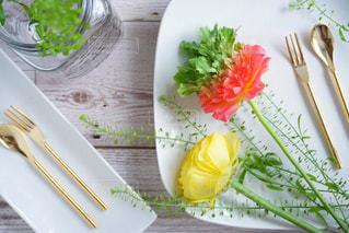 ナイフとフォークの食事のプレートの写真・画像素材[1038115]