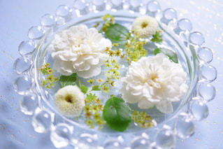 白,ホワイト,カスミソウ,スプレーバラ,ガラス皿