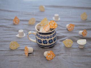 テーブルの上のコーヒー カップの写真・画像素材[1262511]