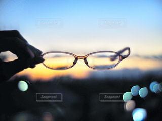 メガネと夕焼けの写真・画像素材[2758532]