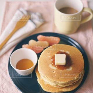 コーヒーとパンケーキの写真・画像素材[3254970]