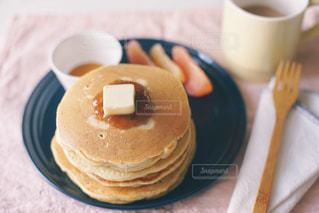 パンケーキとコーヒーの写真・画像素材[3254976]