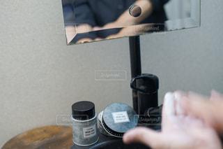 男性,1人,手,鏡,洗面台,ヘアセット,ヘアワックス
