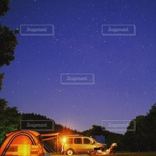 星空キャンプの写真・画像素材[3381836]