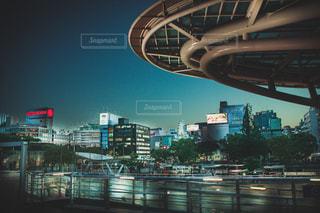夜の街の眺めの写真・画像素材[2493435]