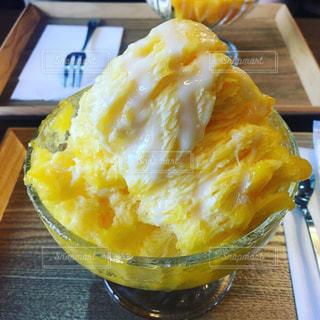 マンゴーカフェのかき氷の写真・画像素材[815699]