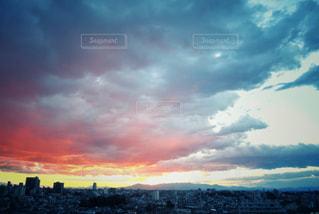空には雲のグループの写真・画像素材[975764]