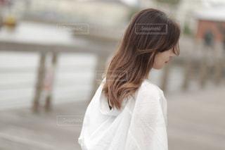 風になびく髪の写真・画像素材[2281342]