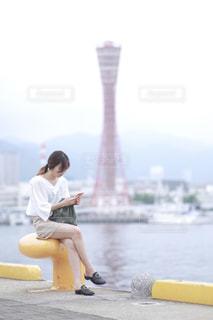 スマホいじりの写真・画像素材[2283311]
