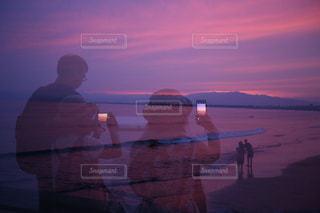 夕日を撮る人たちの写真・画像素材[2283380]