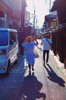 通りを歩く人々 のグループの写真・画像素材[1427159]