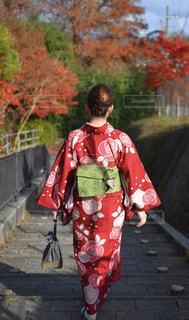 歩道を歩く人の写真・画像素材[1659597]