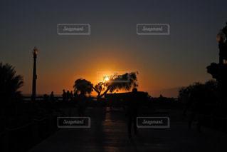 日没の前にトラフィック ライトの写真・画像素材[1862163]