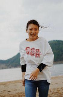 浜辺に立っている人の写真・画像素材[2921951]