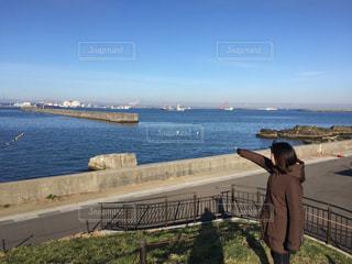 女性,海,空,屋外,青空,散歩,海岸,レジャー,お散歩,ライフスタイル,青森県,おでかけ,八戸