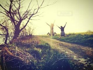 風景,ジャンプ,景色,道,友達,ツーショット