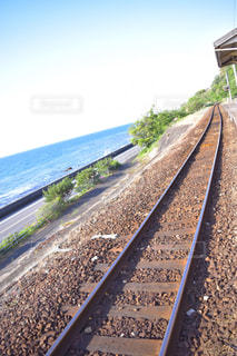 鋼のトラックの列車の写真・画像素材[1608156]