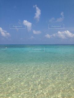 海の横にある水します。の写真・画像素材[897648]