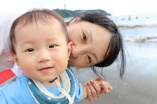 赤ん坊を保持ちゃん Yik 丙 - No.712698