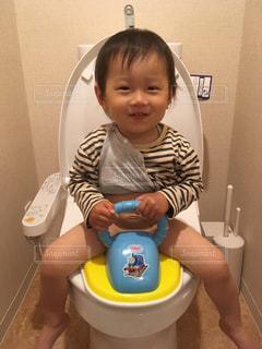 トイレデビューの写真・画像素材[1173799]