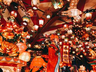 店で展示されているランプの写真・画像素材[1053557]