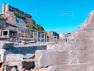岩崖には石造りの建物の写真・画像素材[1053696]