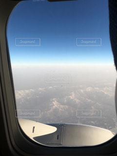 飛行機の中からの青空の写真・画像素材[1094982]