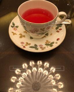 カフェ,シャンデリア,ティーカップ,ティータイム,ソーサー,紅茶,ラウンジ,優雅,休日の過ごし方,ピーチティー