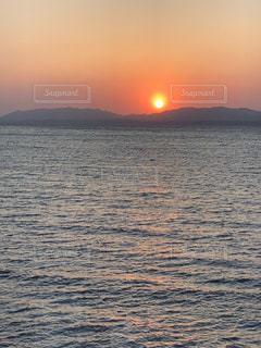湖からの夕日の写真・画像素材[1217814]