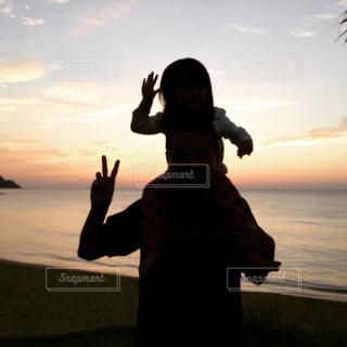 海,親子,夕焼け,肩車,九州,福岡,サンセット,糸島,夕焼け空,ツーショット,サンセットビーチ,父娘
