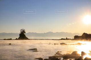 海,空,屋外,太陽,朝日,海岸,山,光,日の出,立山連峰,雨晴海岸