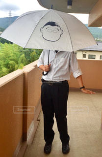 男性,風景,傘,イラスト,人物,立つ,シャツ,ビニール傘,似顔絵