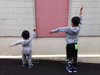 子ども,2人,手,時計,腕,ポーズ,男の子,針,体,長針,短針