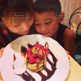 女性,家族,パンケーキ,子供,いちご,笑顔,おいしい,男の子